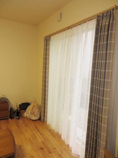 形状加工つきのドレープカーテン。キレイにヒダができます。