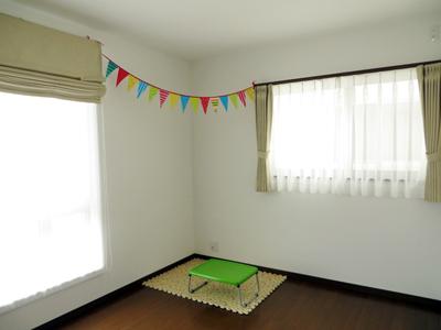 子供部屋は、イエローのカーテン!