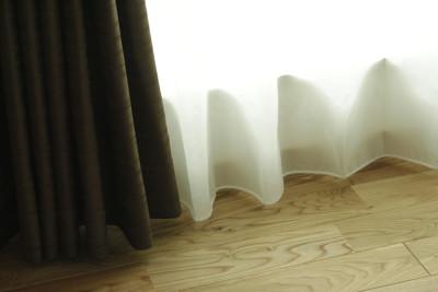 寝室の掃き出し窓のレースカーテンは、ウェイトテープ仕上げ!