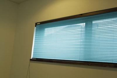 15㎜のプリーツスクリーンを小窓に設置しました