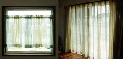 キッチンの小窓のカフェカーテンとリビングのレースカーテンはお揃い