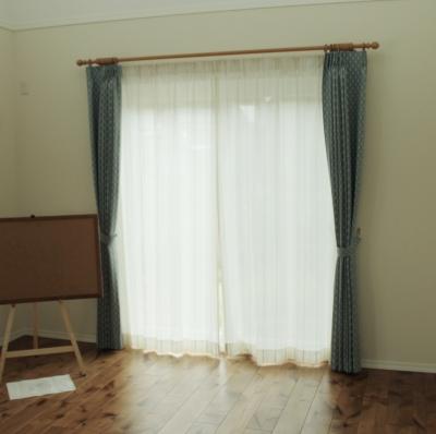 3連小窓とお揃い生地でのカーテン