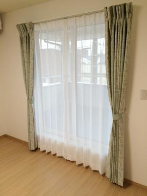 かわいい小花柄のカーテン