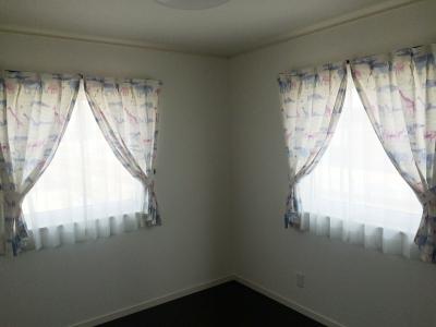 キリンやゾウさん柄のカーテン