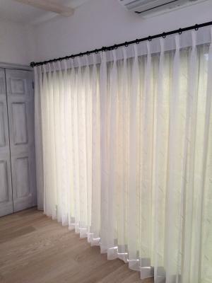 レースカーテンをお部屋側に吊るしたスタイル