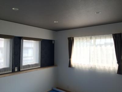 小窓は、ダブルシェードでスッキリ