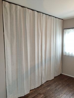 【オープンクローゼット】 目隠しにカーテンを活用