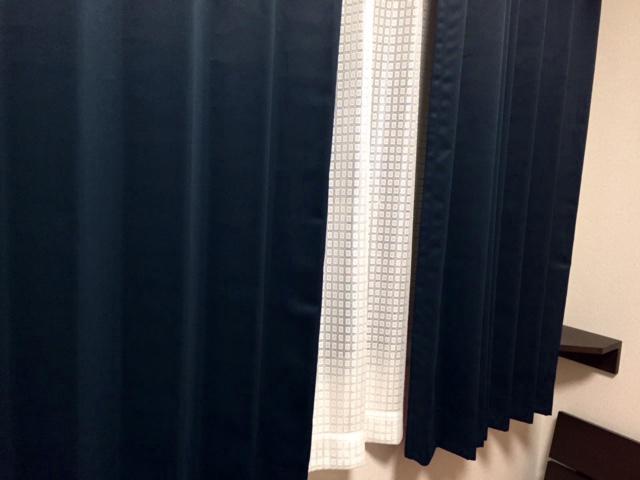 カーテンズの1級遮光カーテン「JOY(ミッドナイトブルー)」のレビュー