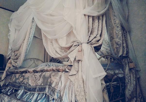 優美でエレガントな花のジャガード織りがクラシック ダリアストライプ(BL)クラシックカーテン